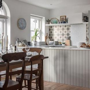 コーンウォールのヴィクトリアン調のおしゃれなキッチンの写真