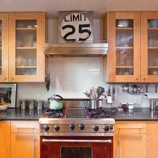Contemporary Kitchen by Gathrid design
