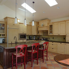 Traditional Kitchen by Dodie Shoemaker