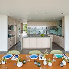 Modern Kitchen by WNUK SPURLOCK Architecture