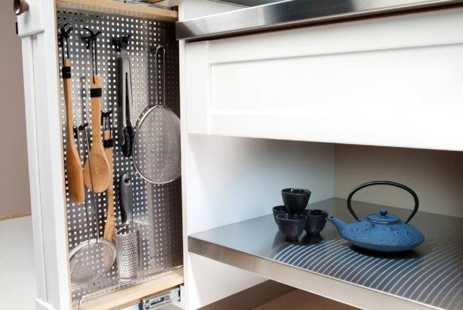 Kitchen by Studio Swann   Custom Kitchens & Baths