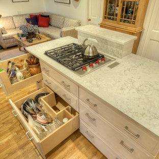 シアトルの中くらいのトランジショナルスタイルのおしゃれなキッチンの写真