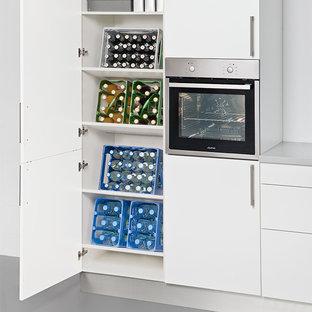 Kitchen - small kitchen idea in London