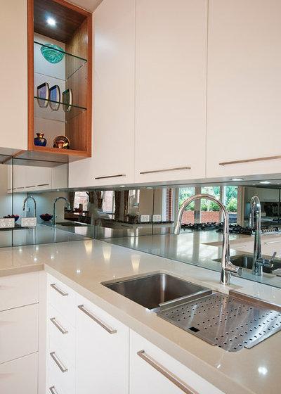 Modern Kitchen by Key Piece