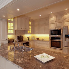 Traditional Kitchen by Signature Kitchens of Vero Beach