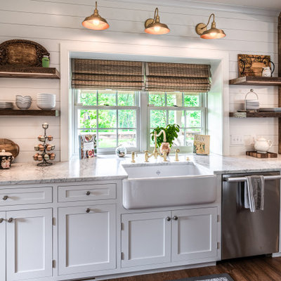 Eat-in kitchen - mid-sized country u-shaped light wood floor eat-in kitchen idea in Philadelphia with a farmhouse sink, shaker cabinets, white cabinets, quartz countertops, white backsplash, stainless steel appliances, an island and white countertops