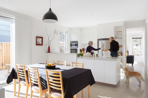 Thoughtful Ways to Help Your Elderly Parents Downsize