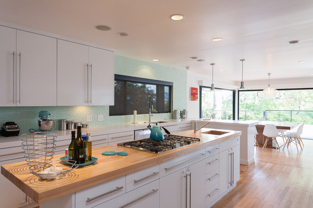 Contemporary Kitchen by Kasis Construction Inc.