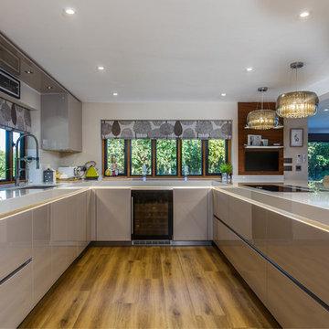 Stunning family kitchen - Woodmancote