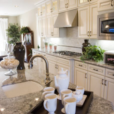 Traditional Kitchen by Mont Granite, Inc.