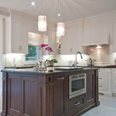 Traditional Kitchen by Bloomsbury Kitchens and Fine Cabinetry