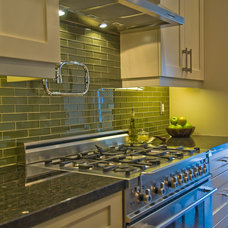 Eclectic Kitchen by BiglarKinyan Design Planning Inc.