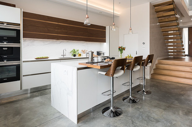Contemporary Kitchen by Veronica Rodriguez Interior Photography
