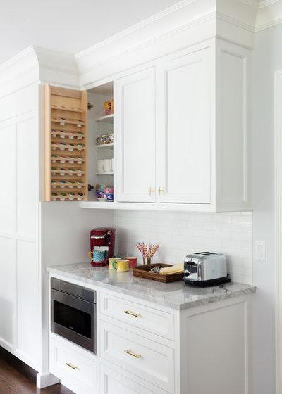 Clásico renovado Cocina by JWH Design and Cabinetry LLC