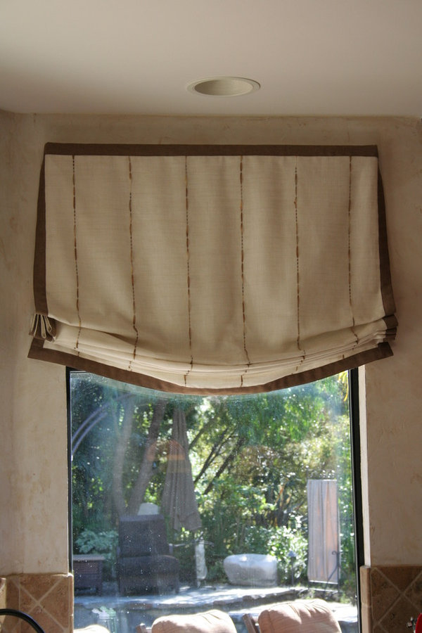 STYLISH ROMAN SHADES FOR KITCHEN