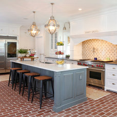 Traditional Kitchen by Fretz