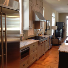 Traditional Kitchen by Distinctive Designs in Cabinetry, LLC