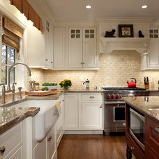 Traditional Kitchen by Robinwood Kitchens
