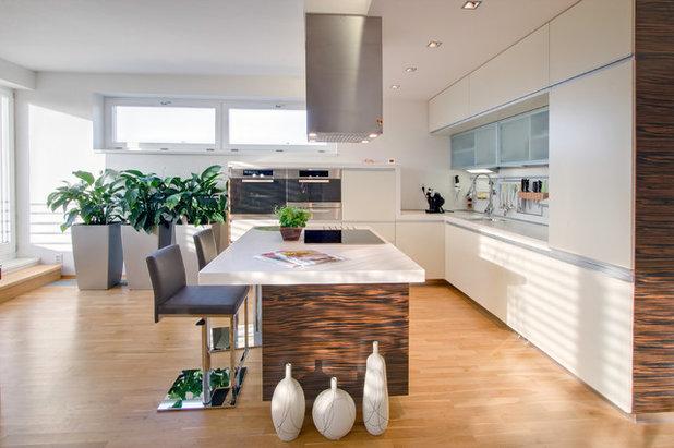 Contemporary Kitchen by KYZLINK ARCHITECTS