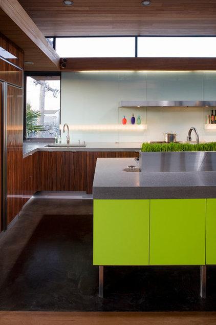 Modern Kitchen by Livingston Interiors