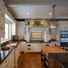 Traditional Kitchen by Lankenau Architecture