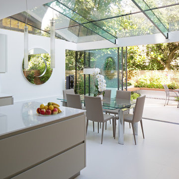 Sunshine and elegance in North London suburb