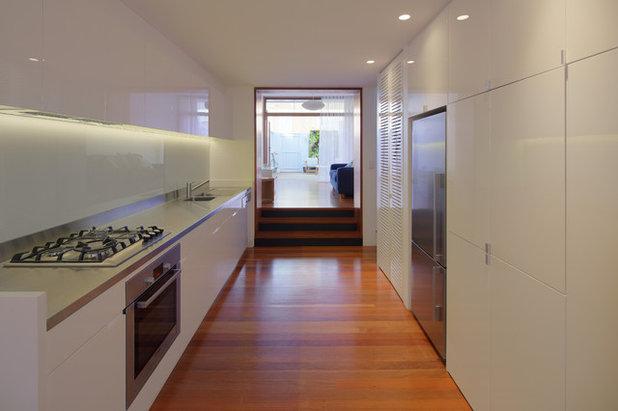 Contemporary Kitchen by Angus Mackenzie Architect