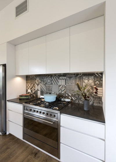 Contemporary Kitchen by White Pebble Interiors