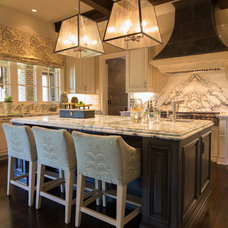 Traditional Kitchen by Schilling & Company