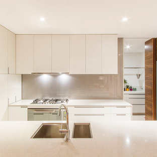 Photo of a mid-sized contemporary galley kitchen in Perth with an undermount sink, flat-panel cabinets, white cabinets, grey splashback and a peninsula.
