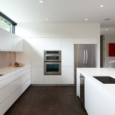 Modern Kitchen by CHRISTIAN DEAN ARCHITECTURE, LLC