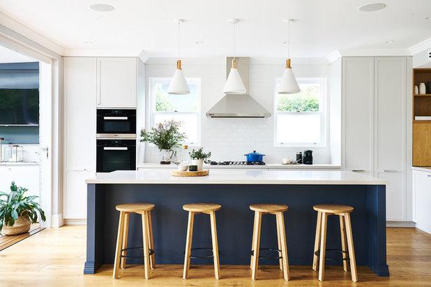 Transitional Kitchen by David Campbell Building Pty Ltd