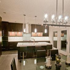 Modern Kitchen by dC Fine Homes & Interiors