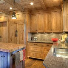 Craftsman Kitchen by Lloyd's Custom Woodwork, Inc.