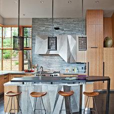 Rustic Kitchen by WA design