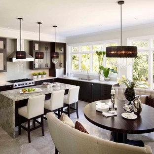 Idee per una cucina design di medie dimensioni con ante lisce, ante in legno bruno, lavello a doppia vasca, top in quarzo composito, paraspruzzi bianco, paraspruzzi in lastra di pietra, elettrodomestici in acciaio inossidabile, pavimento in marmo e isola