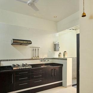 プネーのアジアンスタイルのおしゃれなキッチンの写真