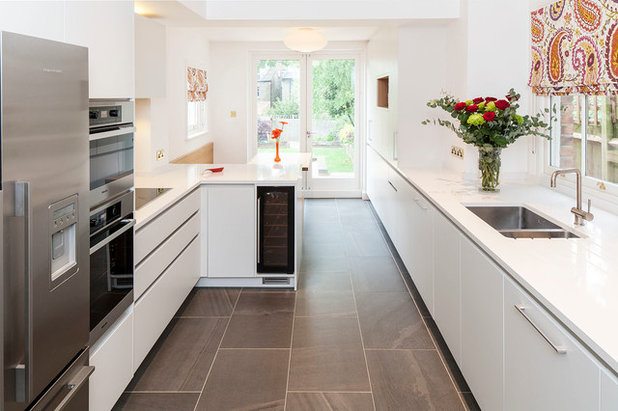 Contemporary Kitchen by Yabsley Stevens Architects Ltd.