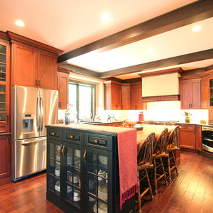 Tall Cabinet on End of Island Blocks Mess from Living Room