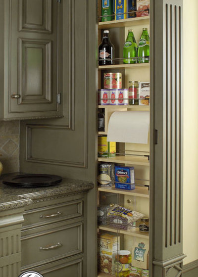 Traditional Kitchen by Rutt HandCrafted Cabinetry