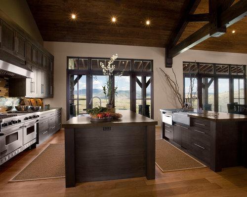 ejemplo de cocina rural con fregadero sobremueble armarios con paneles lisos puertas de armario