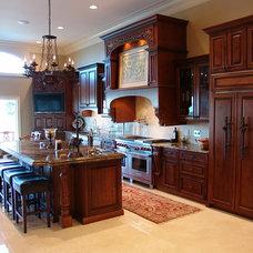 Mediterranean Kitchen by Bay Harbour Homes, LLC