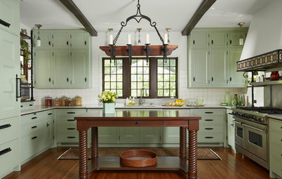 A New Traditional-Style Kitchen Rises From the Ashes