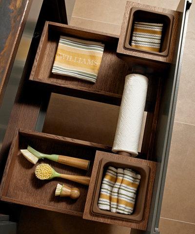Восточный Кухня by Quality Custom Cabinetry, Inc