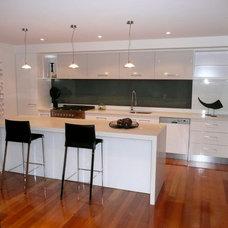 Modern Kitchen by Hine Developments Ltd