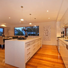 Modern Kitchen by Hine Developments Ltd
