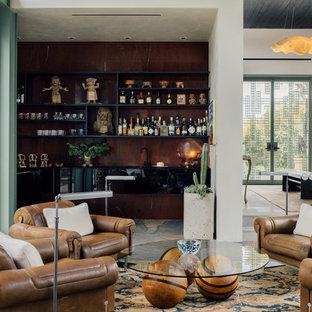 Свежая идея для дизайна: угловая кухня в современном стиле с врезной раковиной, плоскими фасадами, серым полом, стеклянной столешницей, фартуком цвета металлик, техникой под мебельный фасад и полом из сланца - отличное фото интерьера