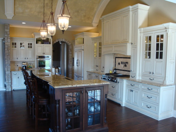 Traditional Kitchen by Premier Homes of Illinois, Inc