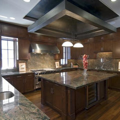 traditional kitchen by Team 7 International