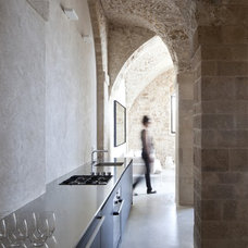 Mediterranean Kitchen by Pitsou Kedem Architect